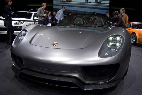 porsche 918 spyder a hybrid that 39 s fired up for the road. Black Bedroom Furniture Sets. Home Design Ideas
