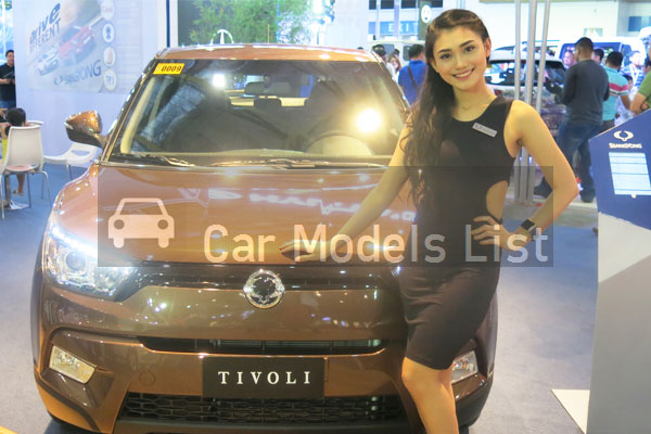 A good-looking girl of Ssangyong Tivoli