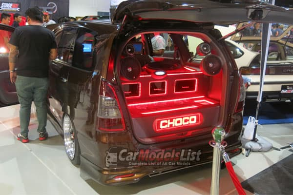 2014 toyota innova rear view