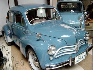Hino Renault 4CV
