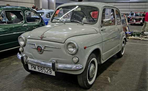 SEAT 600 car model