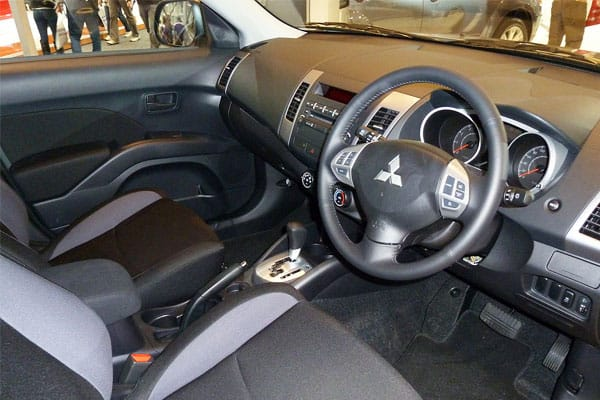 Mitsubishi Outlander car model interior